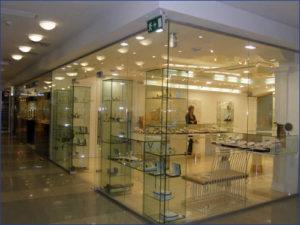 Витрины из стекла для магазина